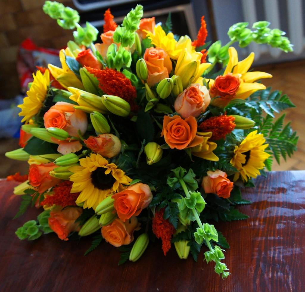 Bukiet z mieszanych kwiatów sezonowych